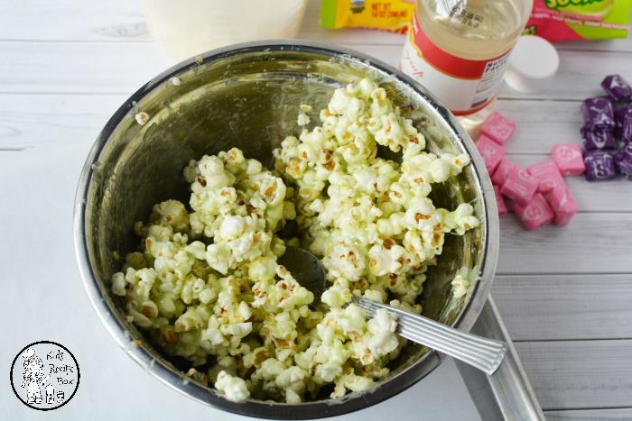 Yummy Starburst Popcorn